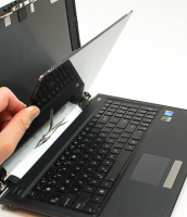 Brickell Laptop Cracked Screen